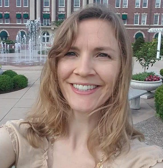 Interview 55 Detoxing Your Brain 1 (Leah Fronczek) | Restitutio